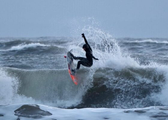 Alys Barton surfer